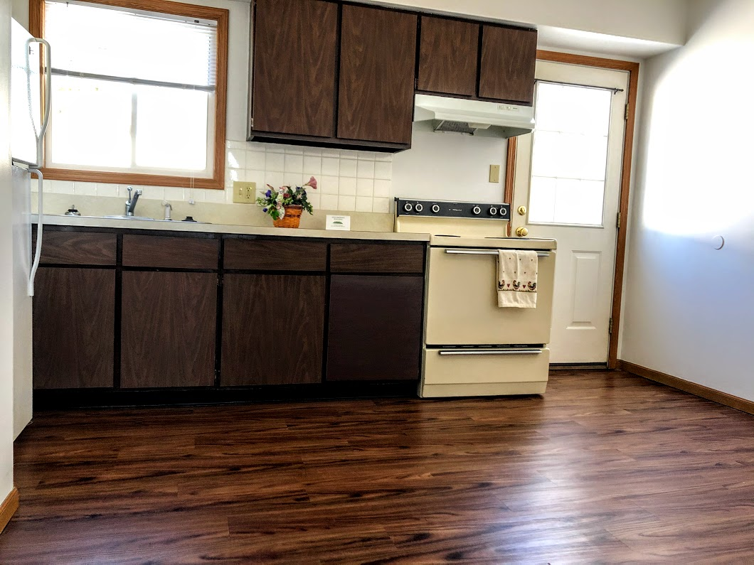 2 bedroom apartment,appliances included, onsite secure coin laundromatin Barberton Ohio. non-smoking building with lawn service provided.  Close to Akron, Giant Eagle and bus stop.