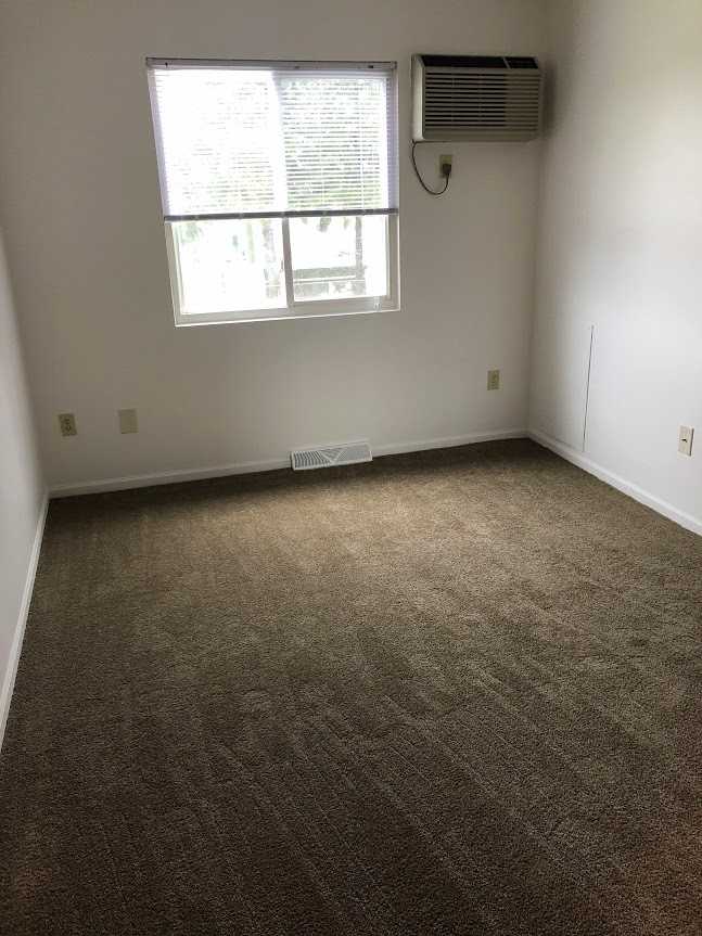 apartment 2 bedrooms, 1 bath, appliances included
