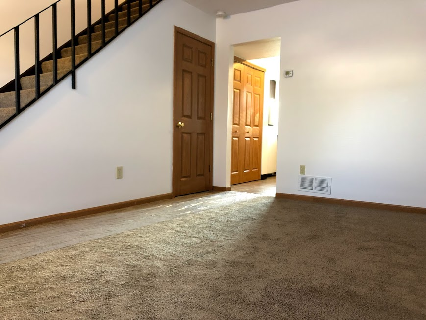 apartment 2 bedrooms,24 hour laundromat on site