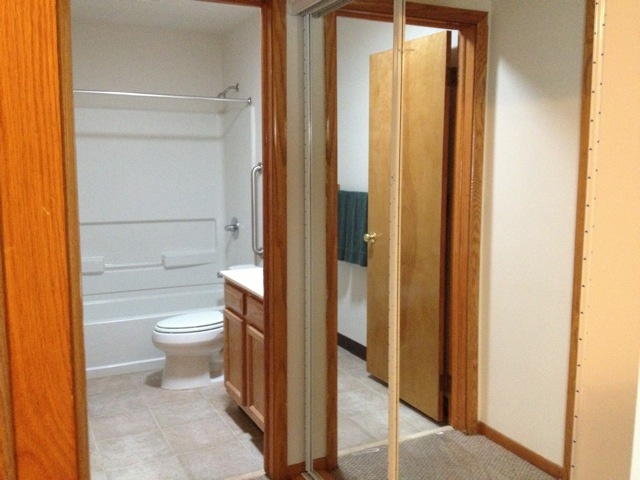 2 bedroom apartment non-smoking, washer/dryer hookups in laundry room