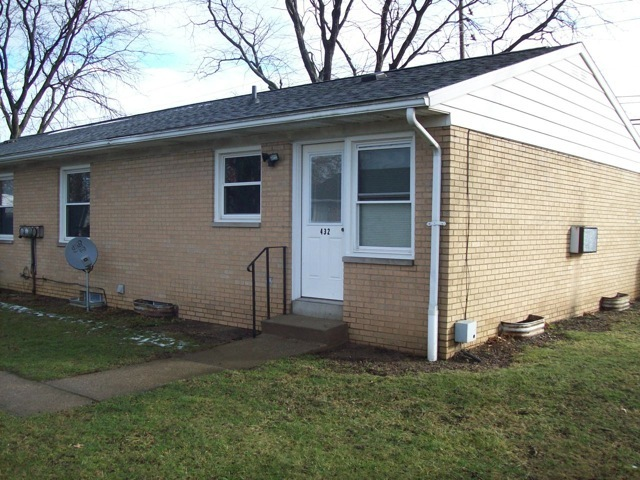 twinplex apartment for rent, lawn care provided Barberton