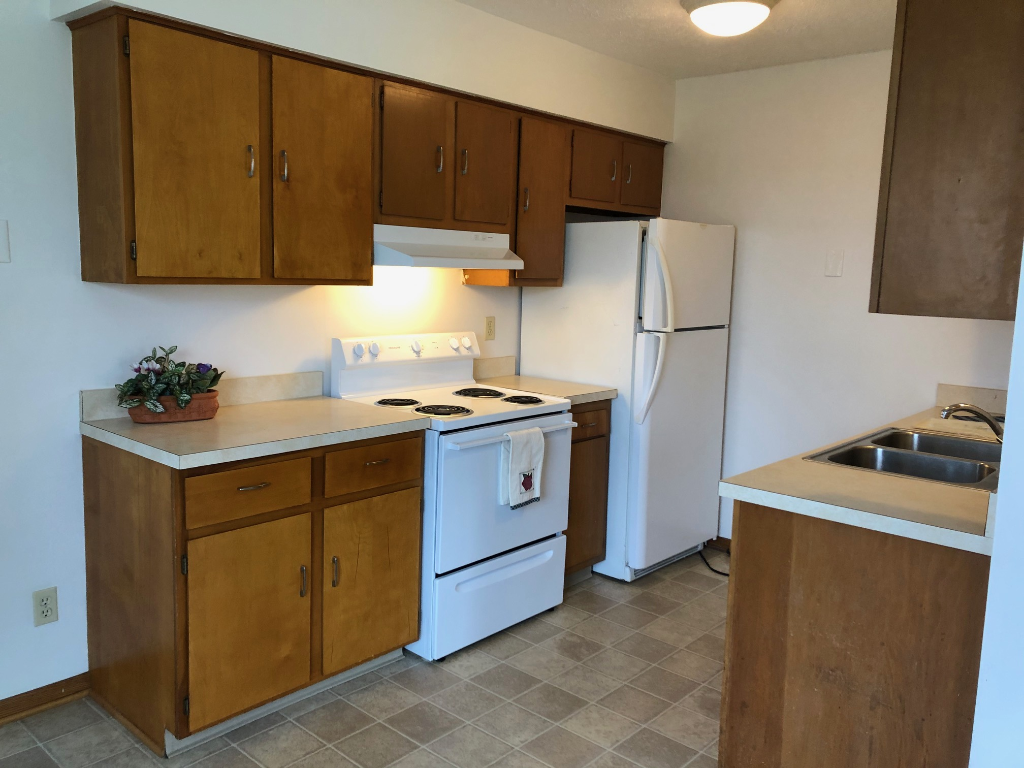 2 bedroom 1 bath apartment in east Barberton