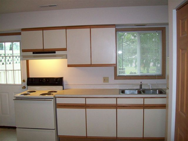 Barberton apartments 2 bedroom for Apartment kitchen cabinets